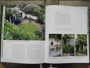 Kleiner Garten mit runder Rasenfläche