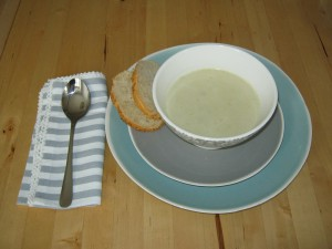 Einfaches Rezept für Spargelcremesuppe. Greengate Geschirr Joyce mint, warm grey und Lace warm grey