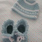 Baby Sommermütze und Babystiefel