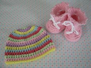 Baby Set - Babyschuhe und Erstlingsmütze - Baby Sommermütze - Babystiefel - rosa - Häkelanleitung 2015